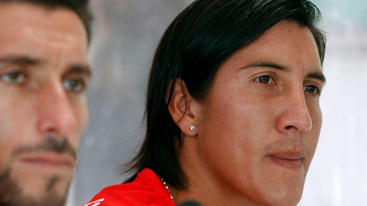 Médico de la Roja asegura que Suárez debía volver para ser reevaluado, pero no llegó