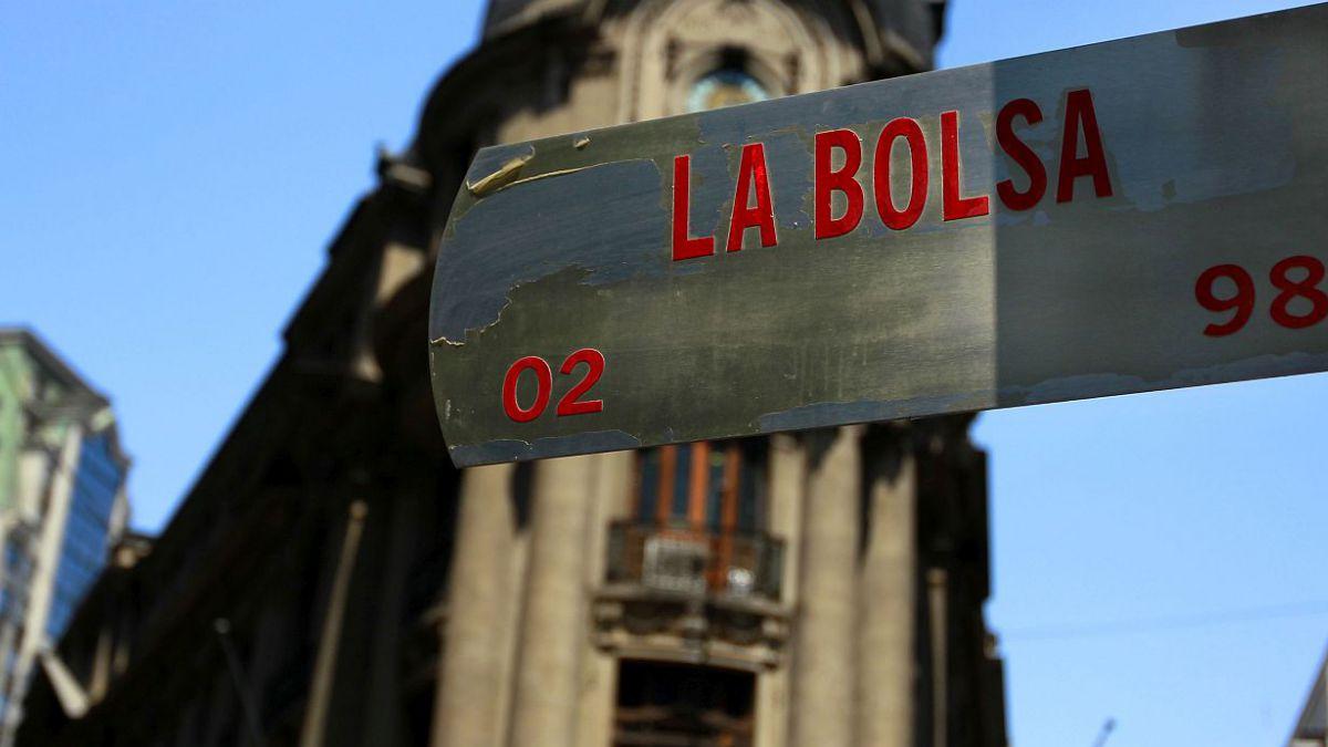 Bolsa de Santiago cierra con alza de 1,09 % a una semana del lunes negro