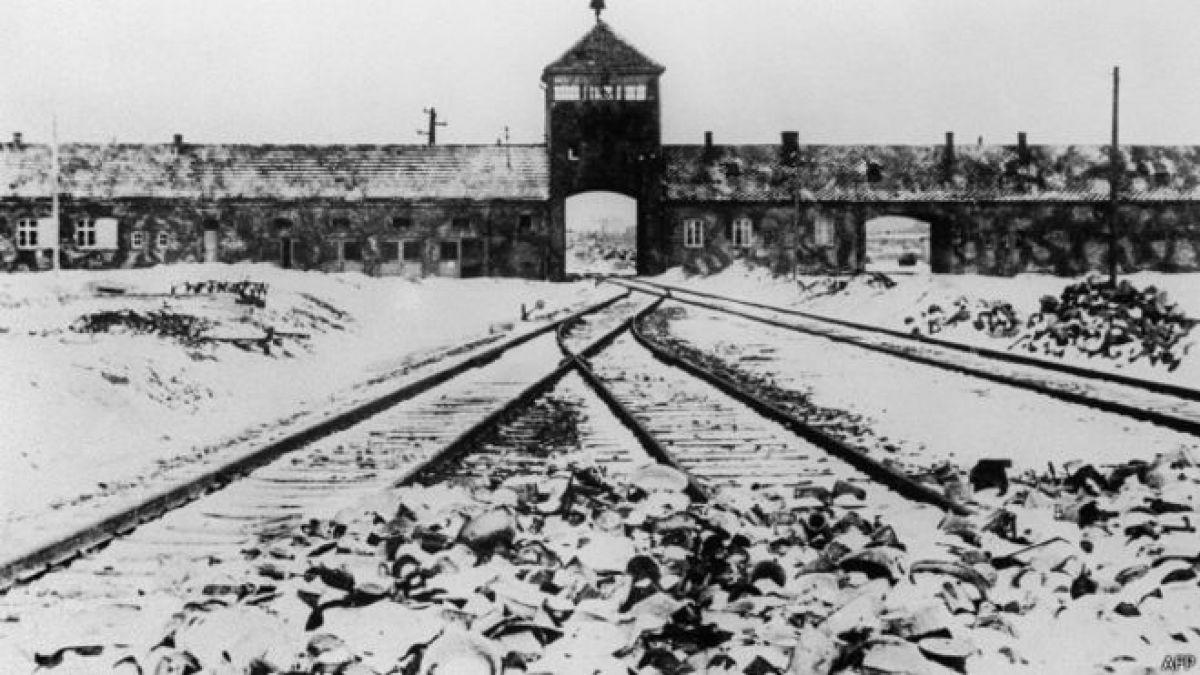 ¿Quién fue el primer hombre en entrar a Auschwitz tras su liberación?