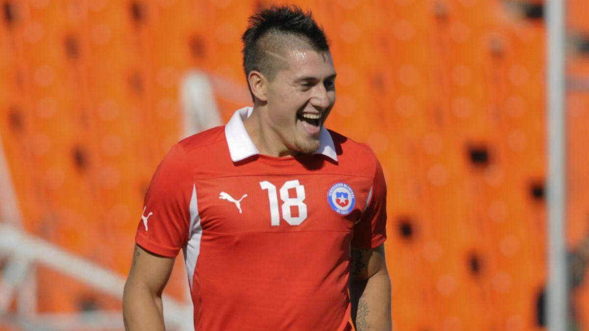 Nicolás Castillo y Jeisson Vargas destacan en nómina de jugadores locales para La Roja