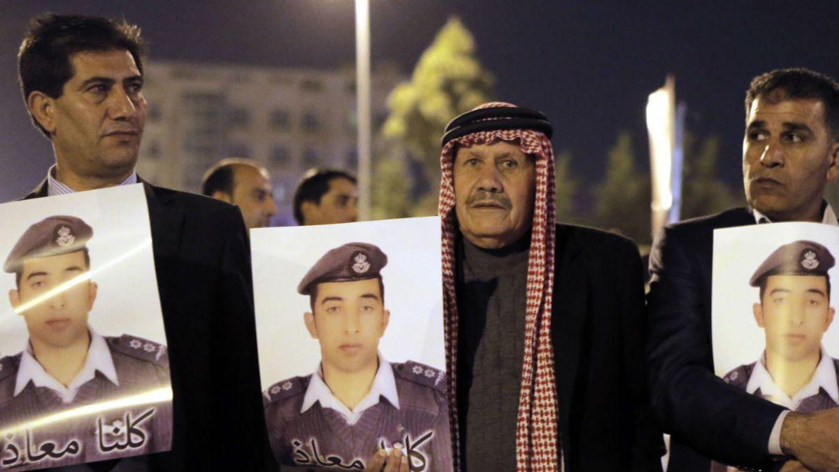 Estado Islámico vuelve a amenazar con matar al piloto jordano