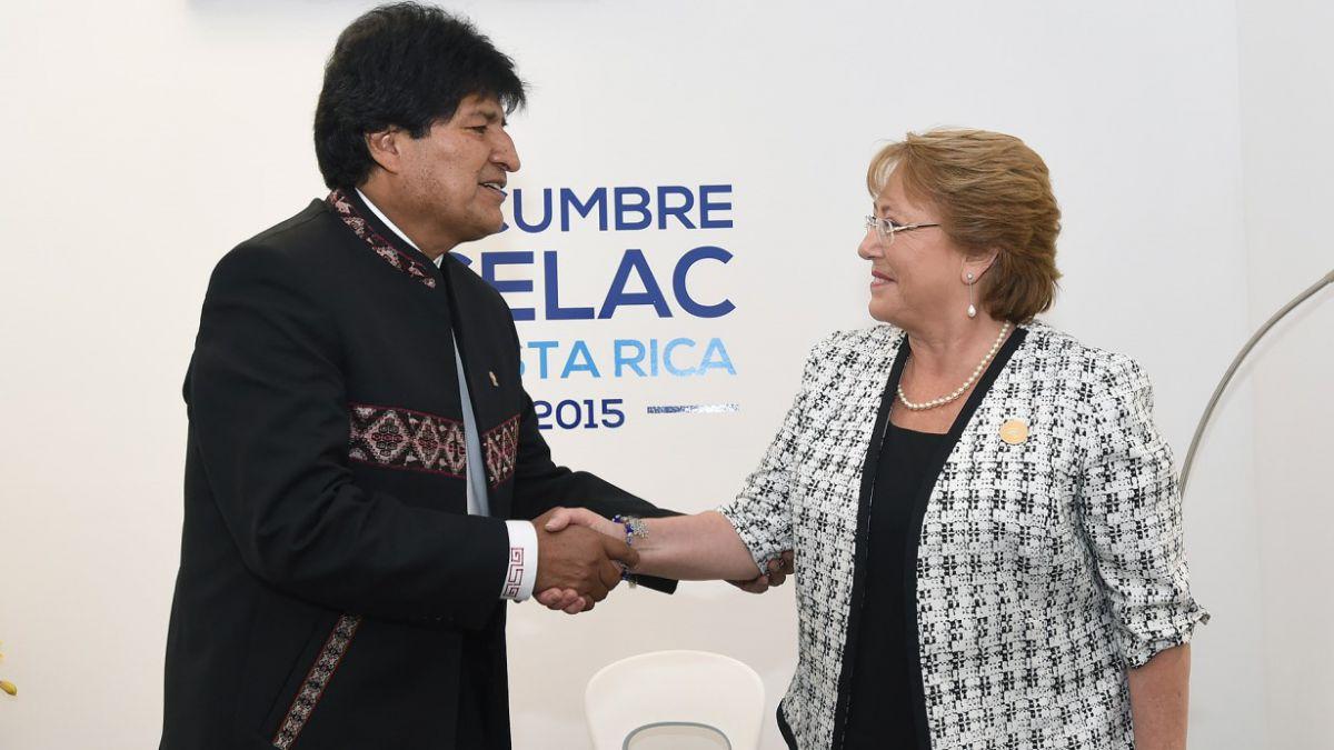 Bachelet sostiene sorpresiva reunión bilateral con Evo Morales en cumbre Celac