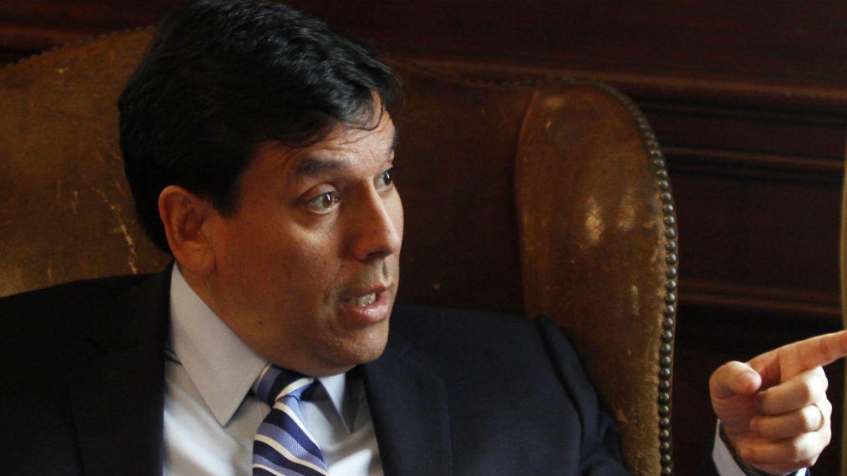 Ministro de Hacienda prevé moderada recuperación de la economía