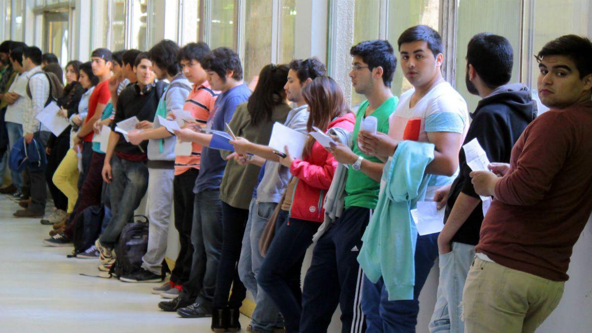 Jóvenes vulnerables duplican matrícula en educación superior gracias a más becas y créditos
