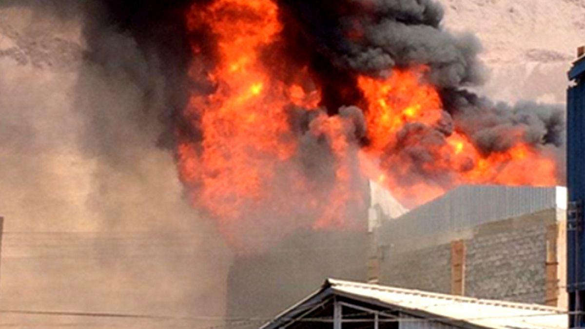 Incendio en la Zona Franca de Iquique afecta a galpón de cuatro pisos