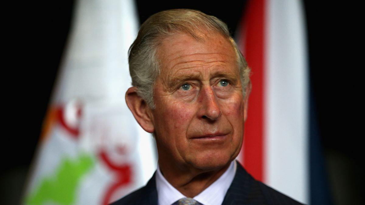 Una eventual llegada al trono del príncipe Carlos inquietaría a reina Isabel II