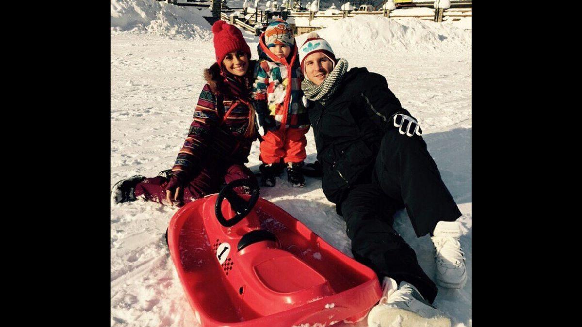 [VIDEO] El día libre de Lionel Messi junto a su familia en la nieve