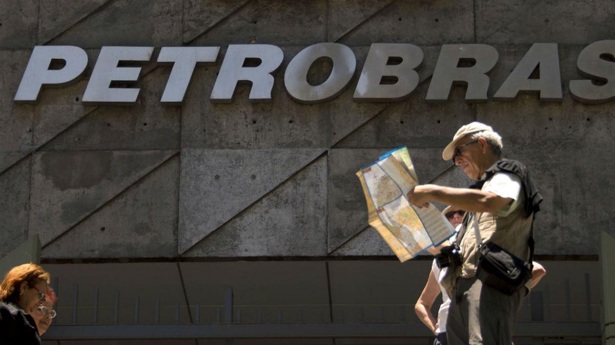 Rousseff acepta renuncia de presidenta de Petrobras y genera alza en mercados