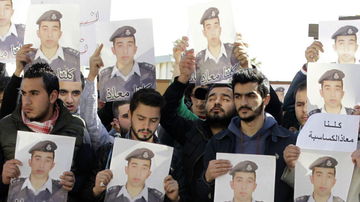 Por qué el Estado Islámico quemó vivo al piloto jordano
