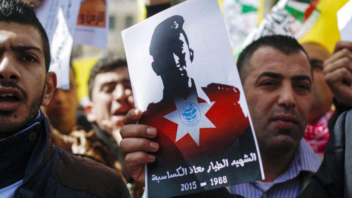 Jordania  bombardea Estado Islámico tras ejecución de piloto