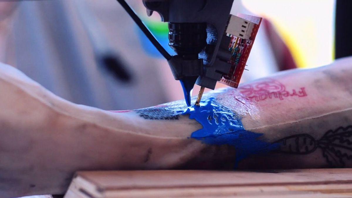[VIDEO] Franceses crean máquina de tatuajes en base a impresora 3D