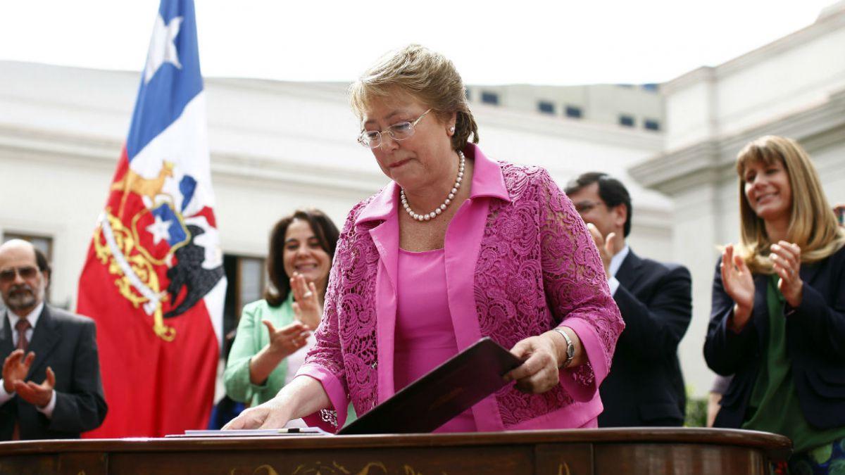 Bachelet presenta proyecto que sanciona colusión con penas de entre 5 y 10 años de cárcel