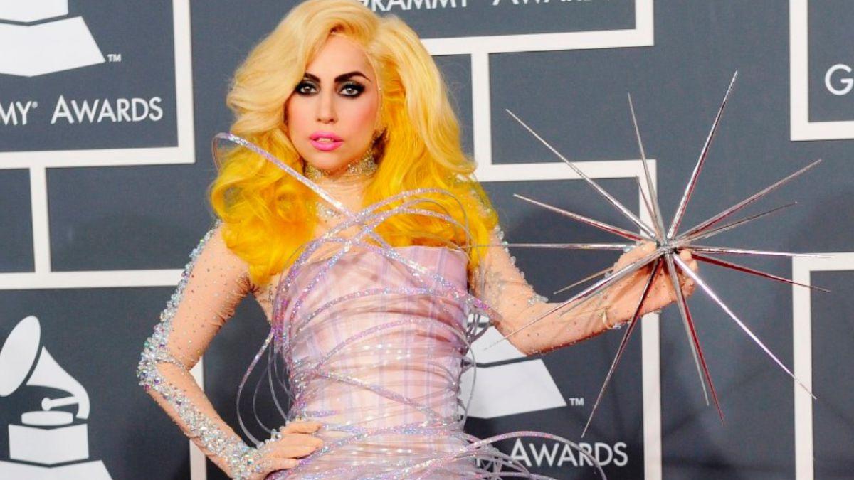[FOTOS] 15 de los peores vestidos en la historia de los Grammy