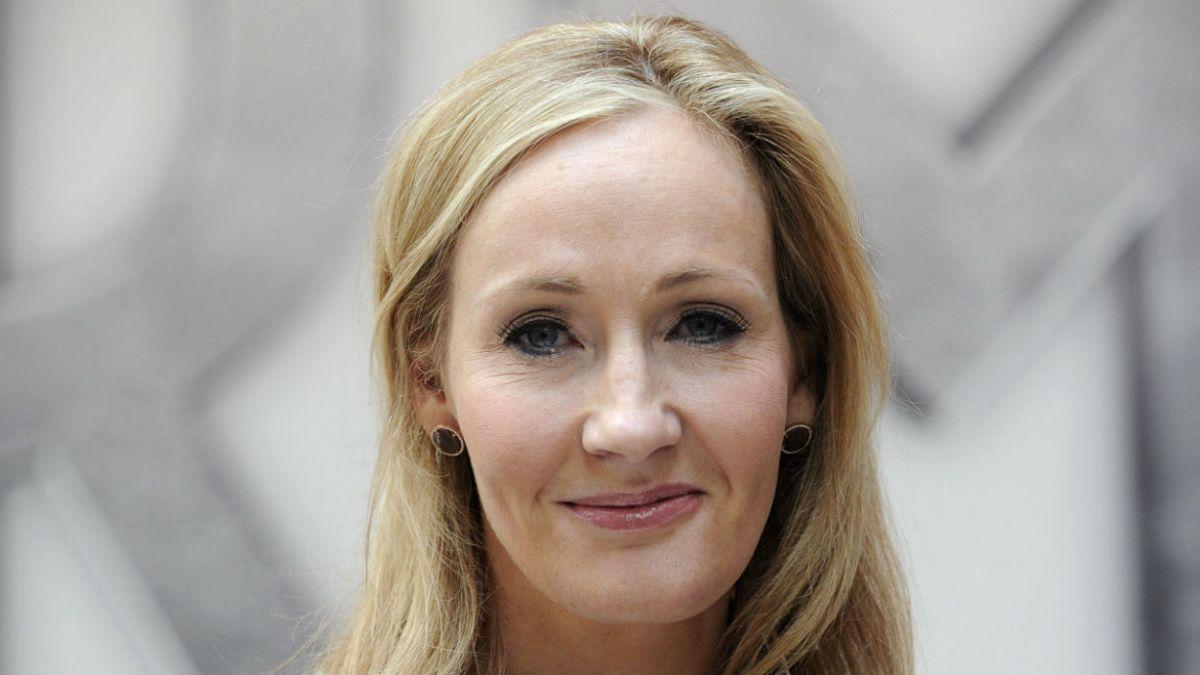 J.K. Rowling escribió sentidos mensajes en su cuenta de Twitter.