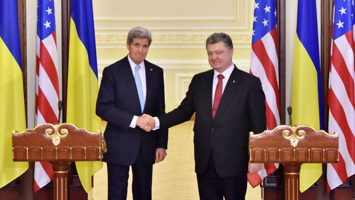 Secretario de Estado de EE.UU. respalda dar ayuda suplementaria y una solución política a Ucrania