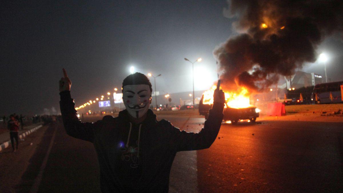 Enfrentamientos entre hinchas de fútbol y la policía dejan al menos 14 muertos en Egipto