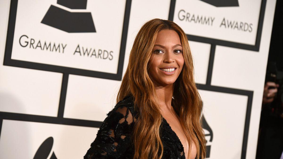 Filtran imágenes sin retocar de Beyoncé para campaña publicitaria