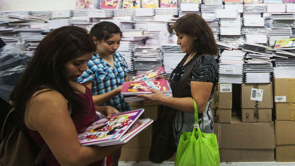 Aumenta la confianza de los consumidores, pero cifras siguen bajas