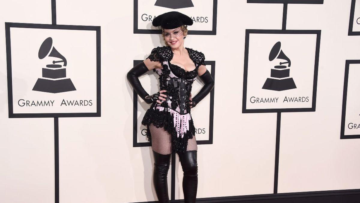[VIDEO] Esta fue la controversial presentación de Madonna en los Grammys