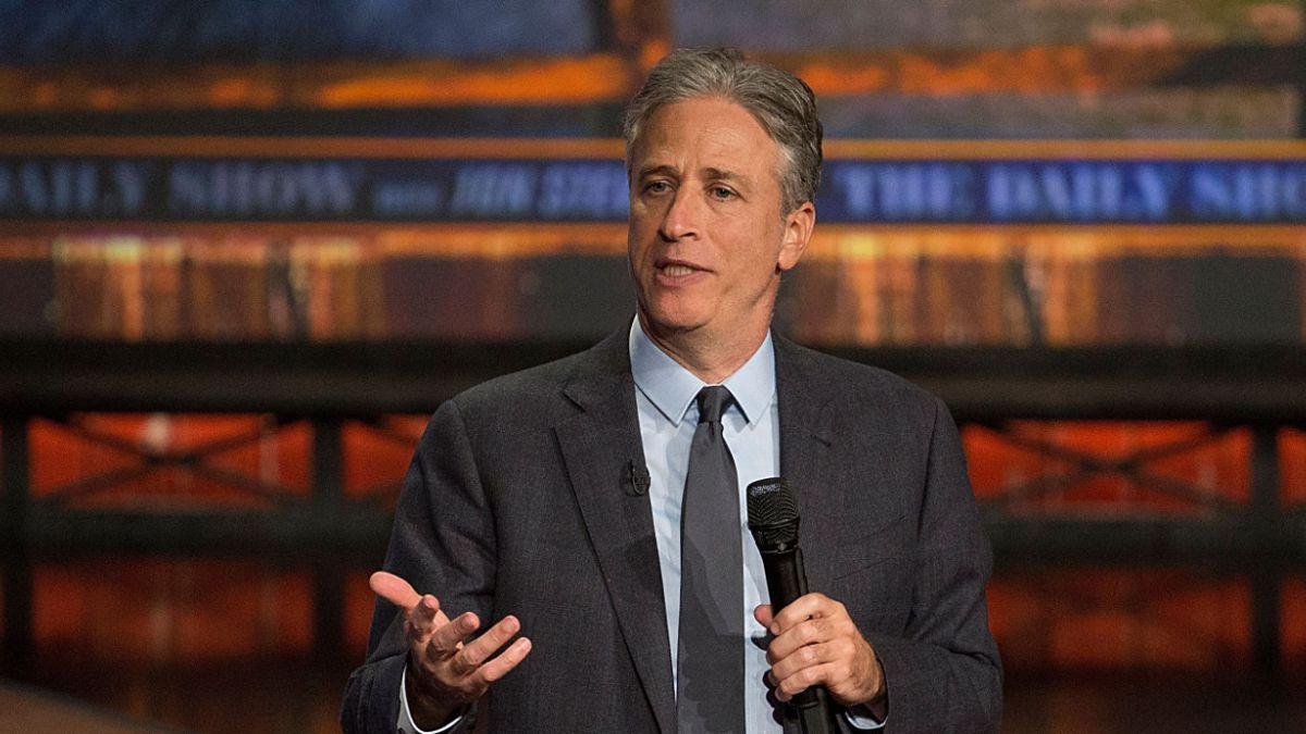 El adiós de Jon Stewart: Icónico animador deja su programa tras 19 años