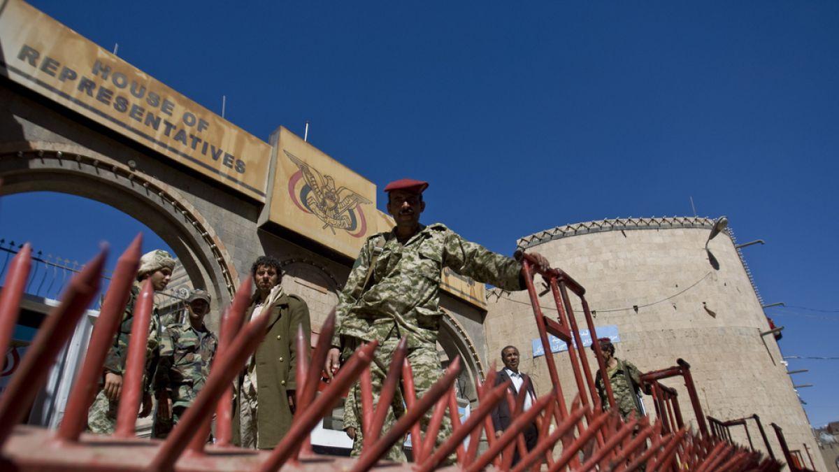 Estados Unidos y Reino Unido cierran sus embajadas en Yemen