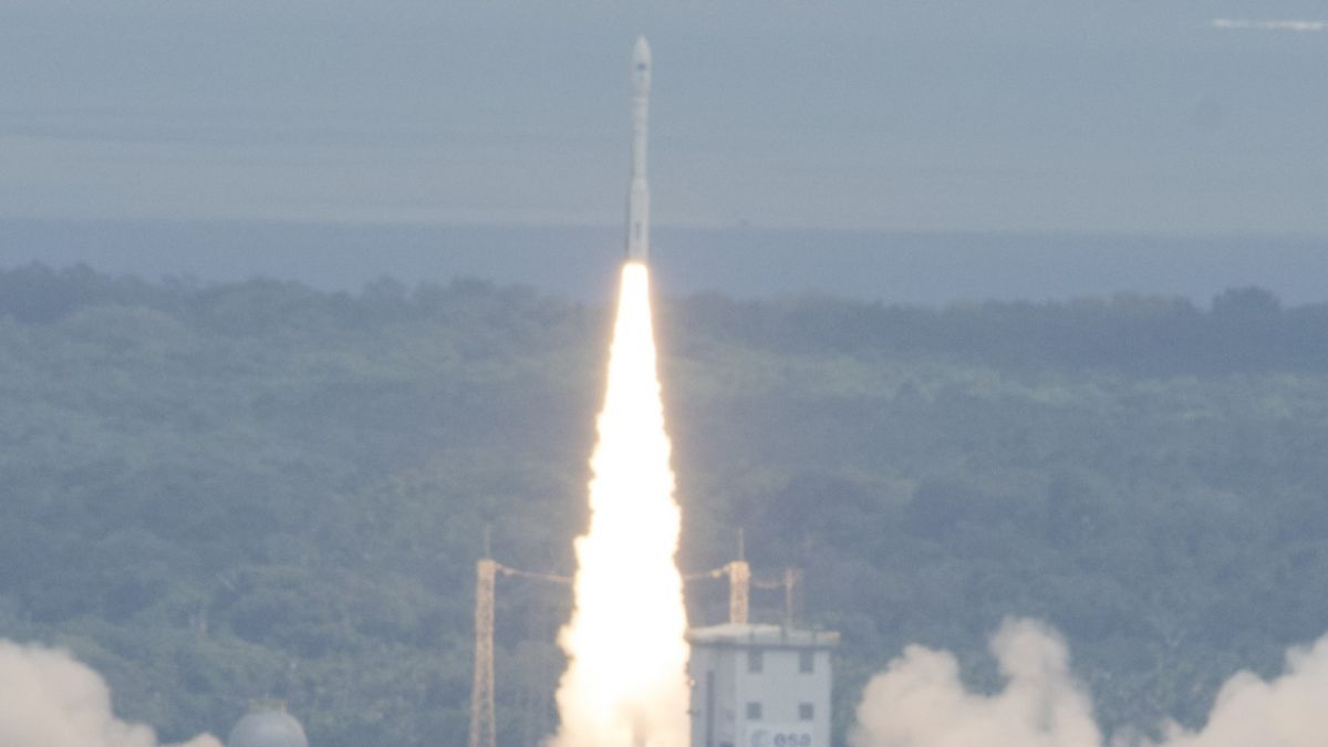 El avión espacial experimental europeo IXV completó su primer vuelo