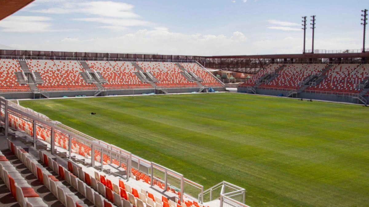 Problemas en los baños retrasan inauguración de estadio de Calama