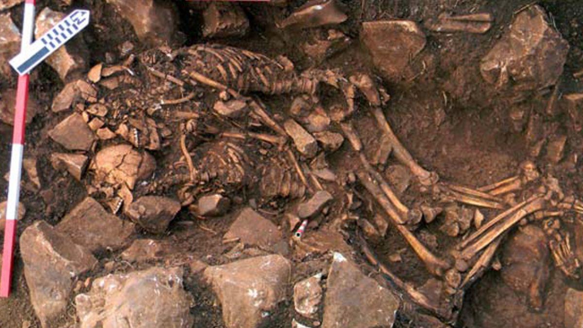 Juntos hasta morir: Encuentran a pareja abrazada de hace 6 mil años