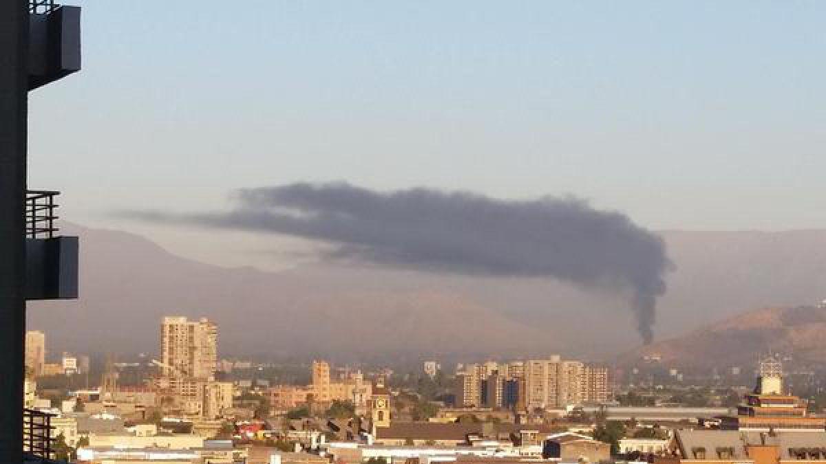 Incendio en Renca genera densa columna de humo