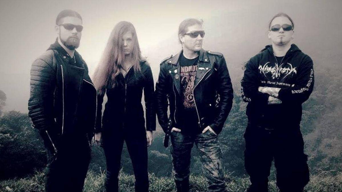 Fan chileno paga hospedaje a banda de black metal tras abandono del productor