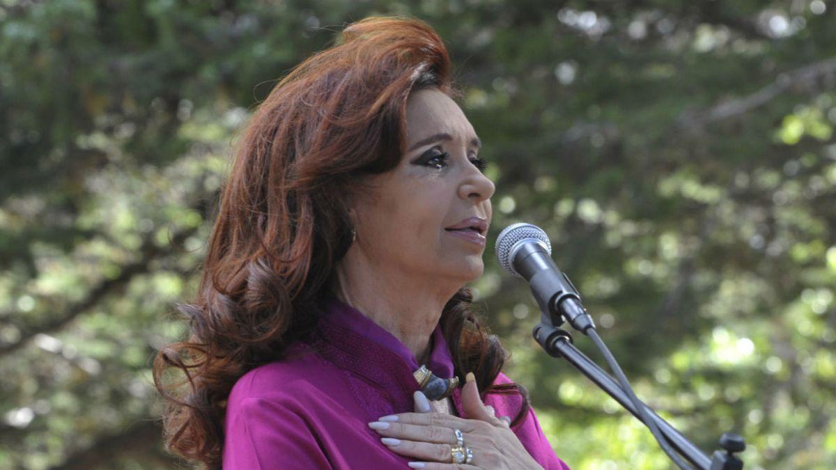 Cristina Fernández reaparece en público y evita hablar de acusación en su contra
