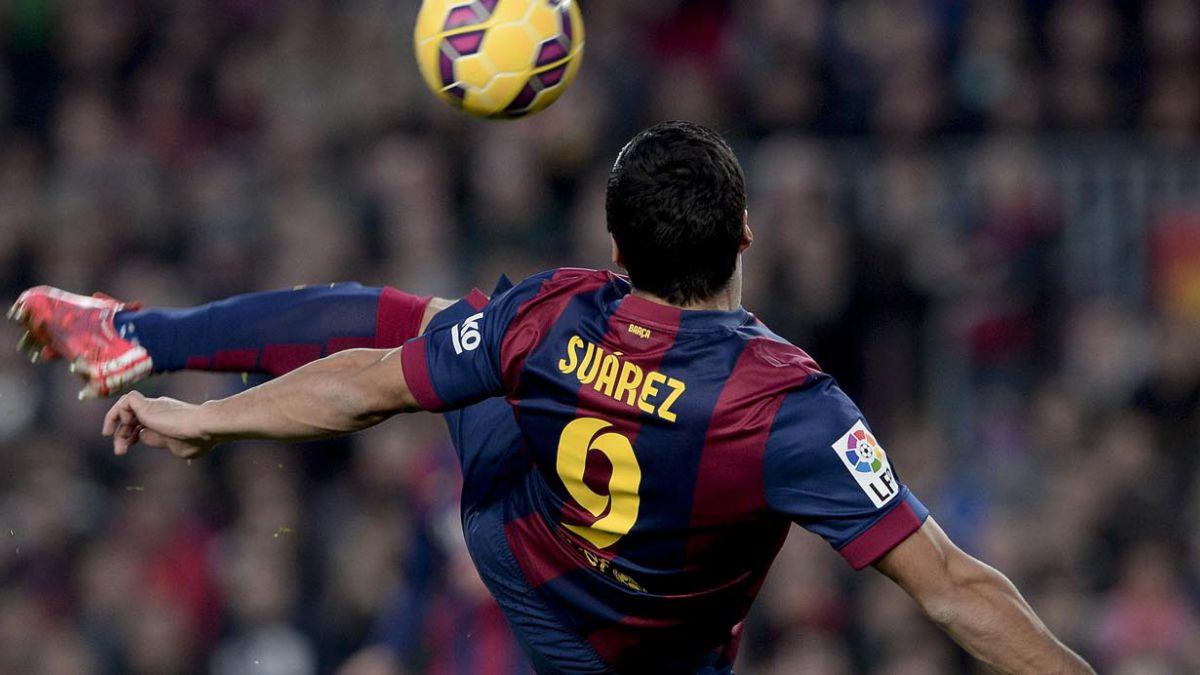 De tijera: El golazo de Suárez en el triunfo del Barcelona