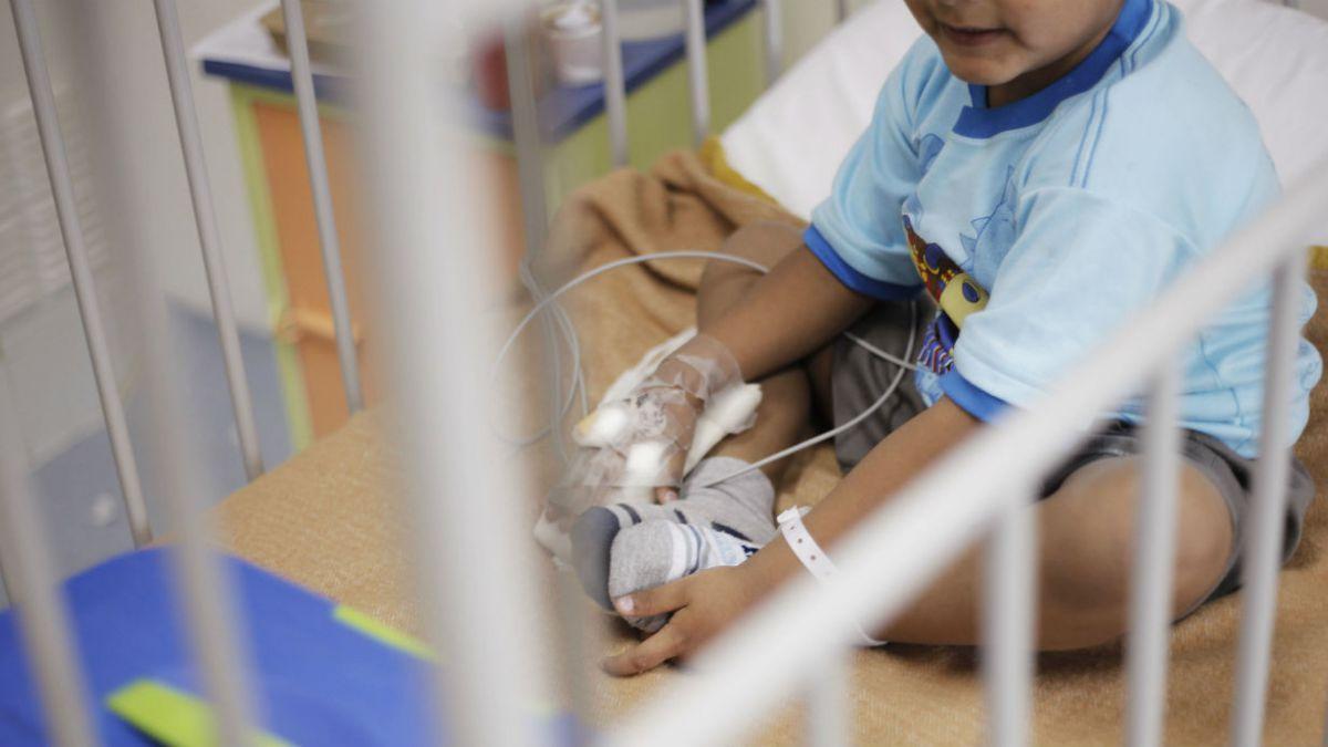 Estudian posible ampliación de licencia médica por enfermedad grave de hijo menor de 1 año