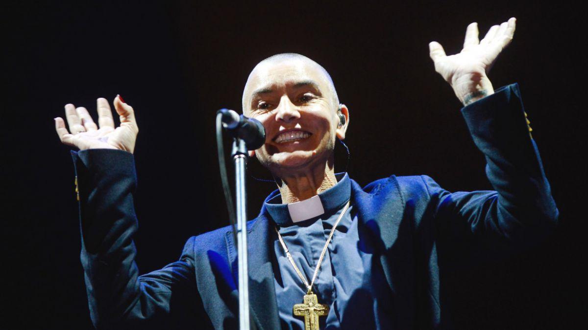 [FOTOS] Sinéad OConnor de sacerdote: Así fue el show en Chile