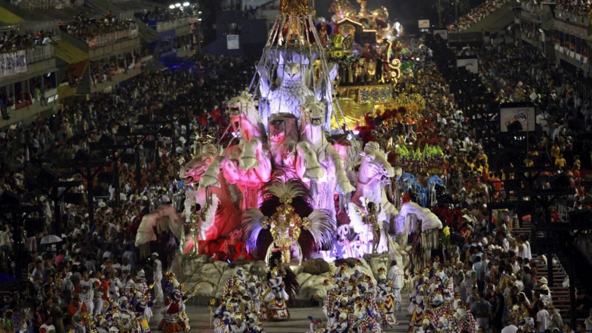 La espectacular celebración del carnaval en Brasil a pesar de la crisis