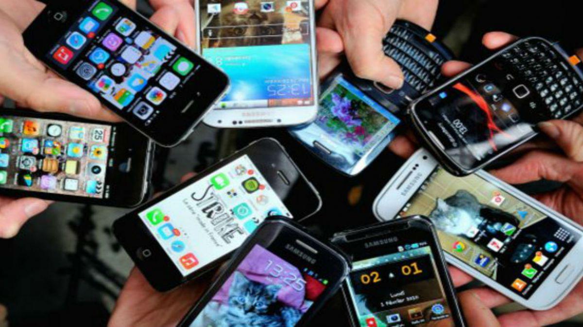 CCS: Importaciones de celulares caen 25% y alcanzan US$1.307 millones en 2014
