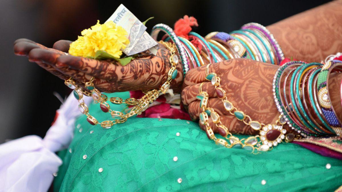 India: Mujer se casa con invitado a su boda tras ataque epiléptico del novio