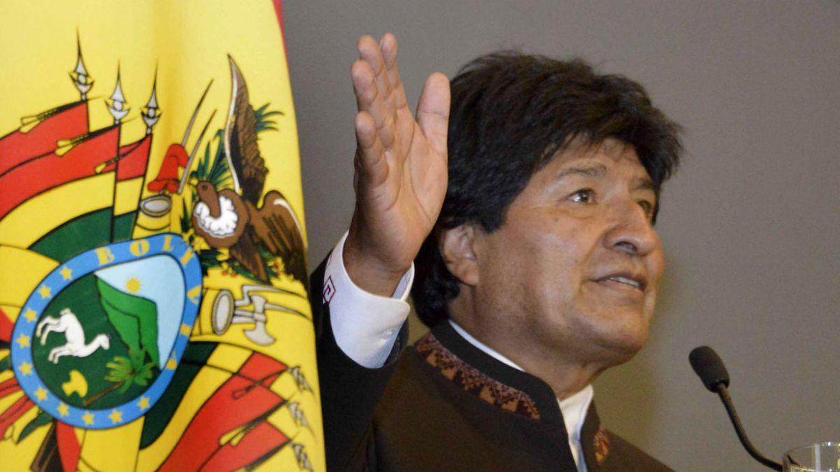 Evo Morales llama a Chile a respetar compromiso de libre tránsito para Bolivia