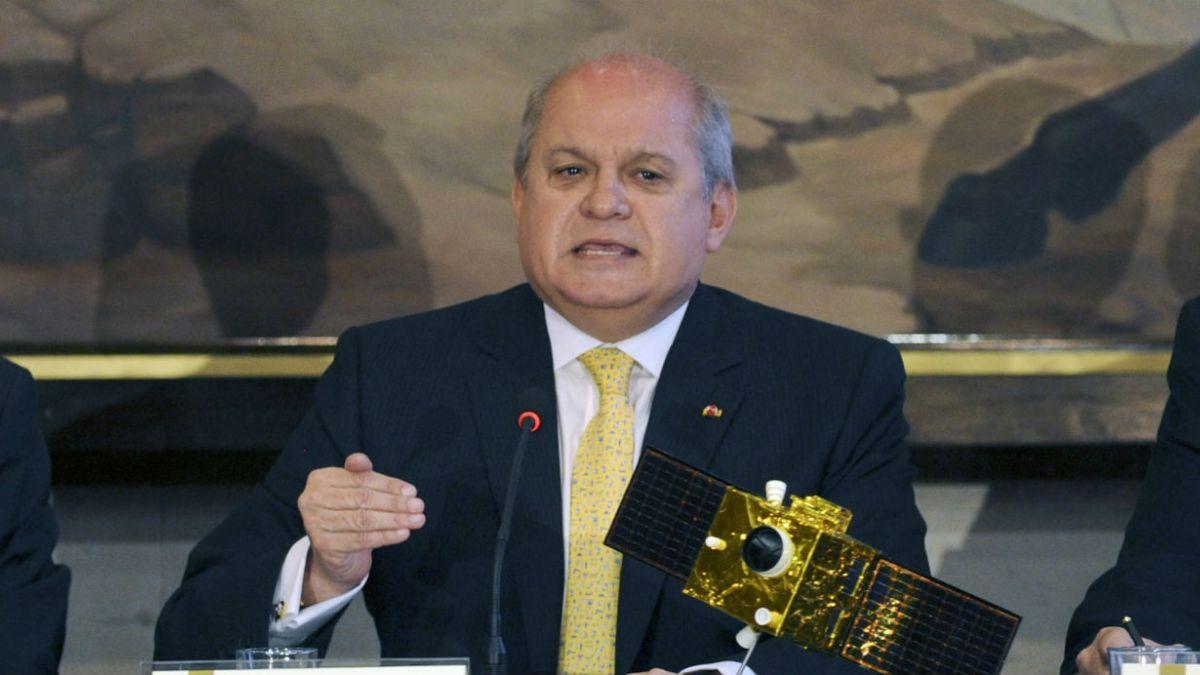 Gobierno peruano confirma tercer marino investigado por espionaje