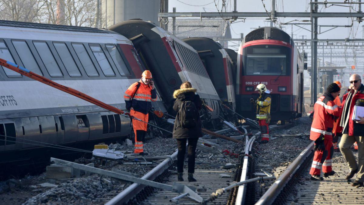 Choque de trenes en Suiza deja al menos cinco heridos de gravedad