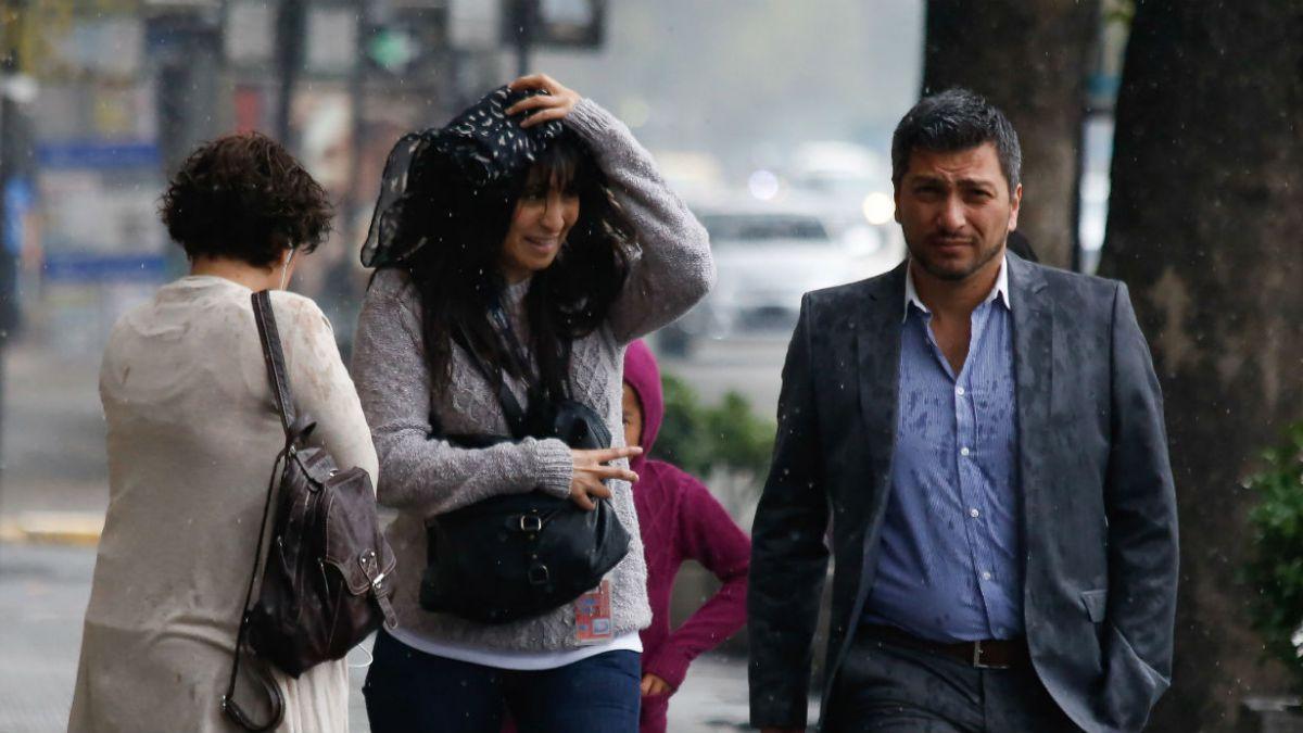[FOTOS] Lluvias sorprenden en pleno verano en Santiago