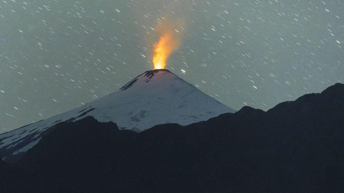 Mantienen alerta amarilla por comportamiento del volcán Villarrica