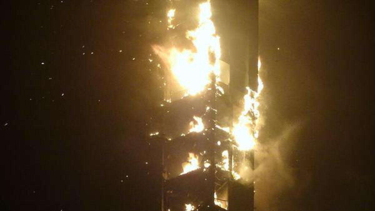 Gran incendio afecta a rascacielos de Dubai