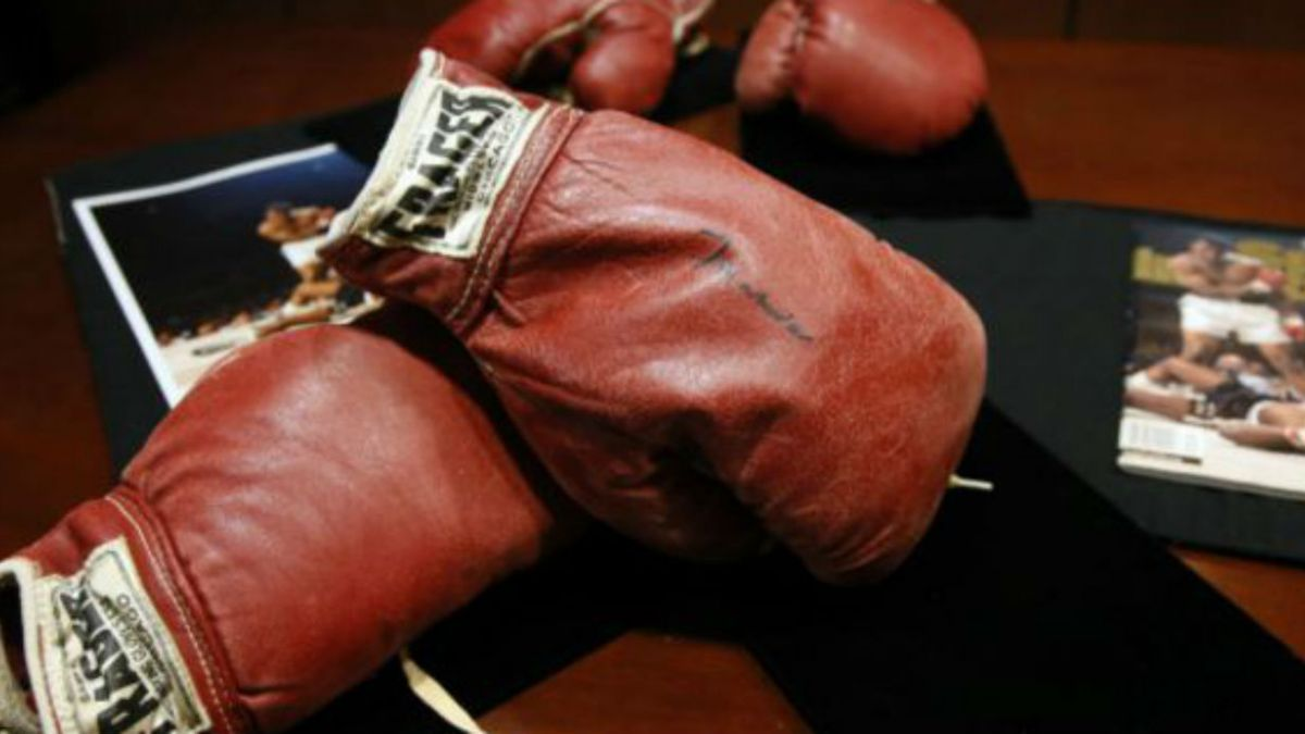 Subastan guantes de boxeo de pelea entre Mohamed Alí y Sonny Liston por US$1 millón