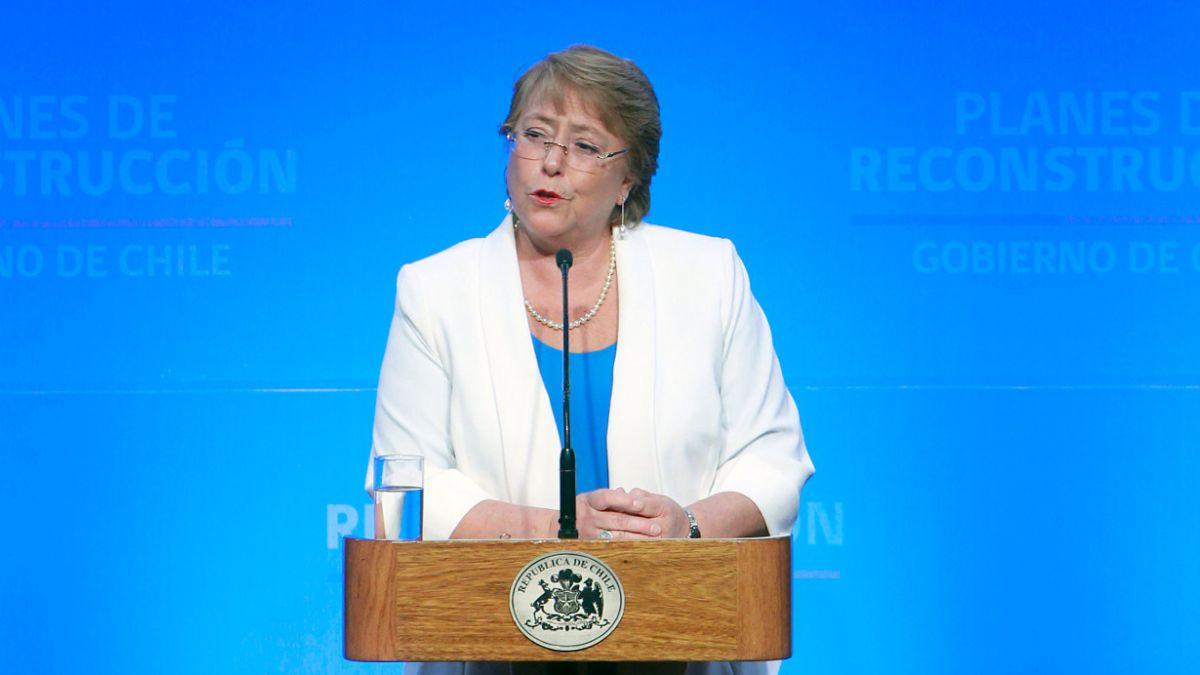 Bachelet dice que reconstrucción no admite cálculo político y que obras culminarán en 2016