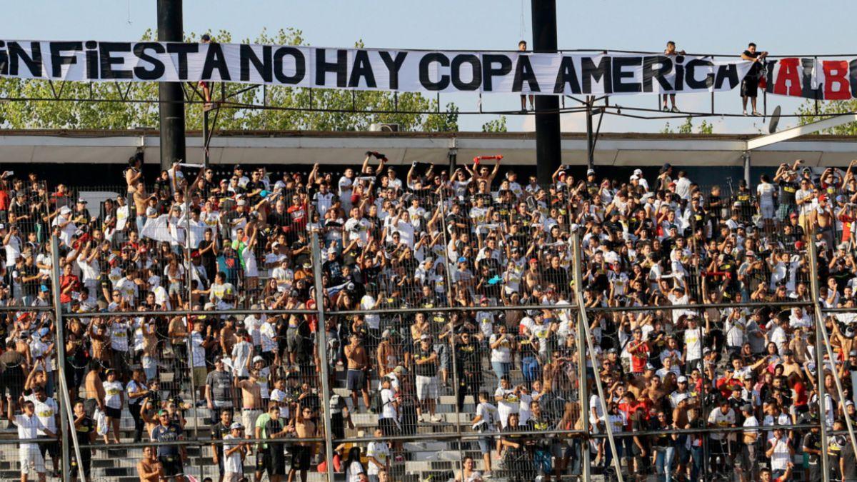 [FOTO] El polémico lienzo con que la Garra Blanca amenaza la Copa América