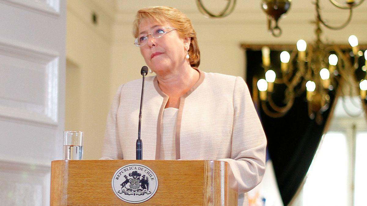 Adimark: Hombres, GSE alto y regiones impulsaron baja aprobación de Bachelet