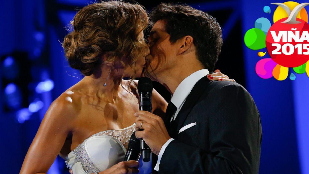 Entre besos y Arjona: El inicio de segunda noche de Viña 2015 en 15 fotos