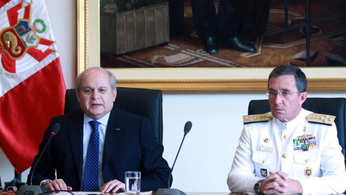 Caso espionaje: Canciller y ministro de defensa peruanos citados al Congreso de su país