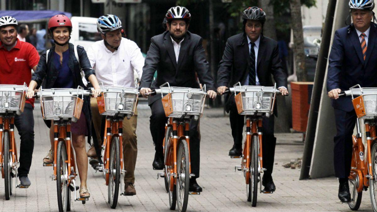 Municipalidad de Santiago lanza primer sistema de bicicletas públicas